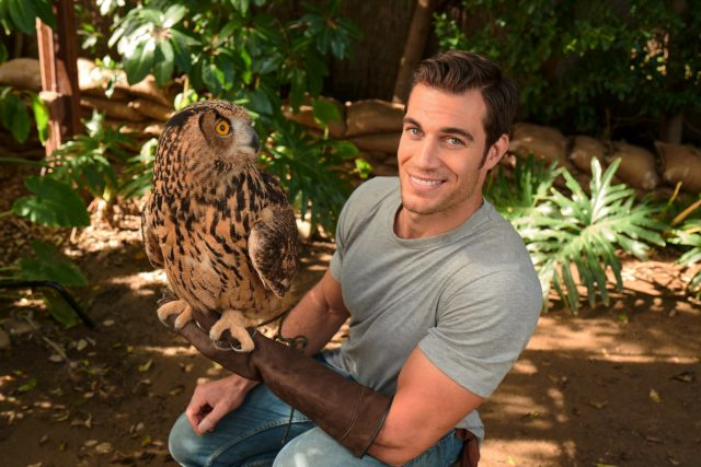 Hottest vet alive saves animals for a living and looks