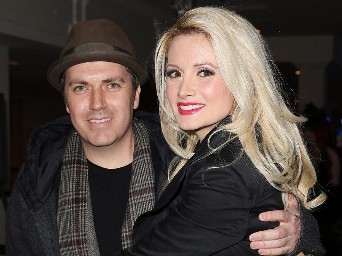 Who Is Holly Madison S Husband How Much Is He Worth Networth Height Salary